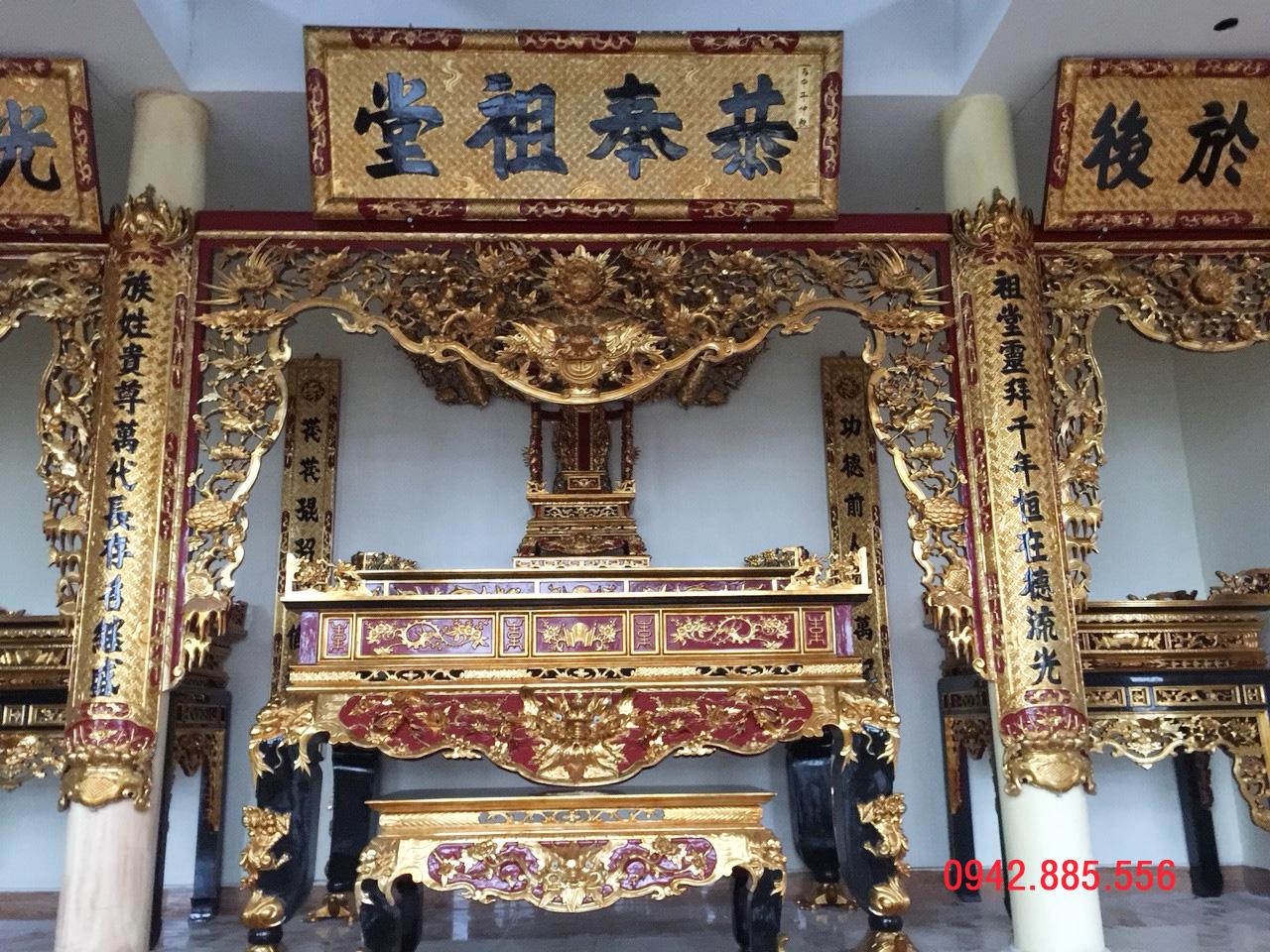 Hình ảnh cửa võng và 2 bàn thờ họ phụ 2 bên