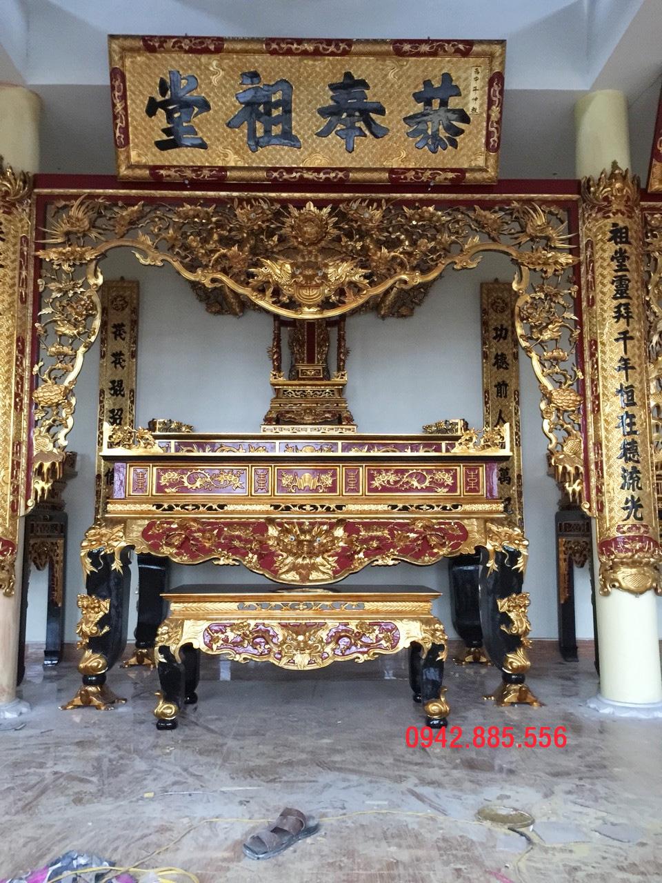 Bán thờ họ ở Thái Bình với họa tiết tứ linh