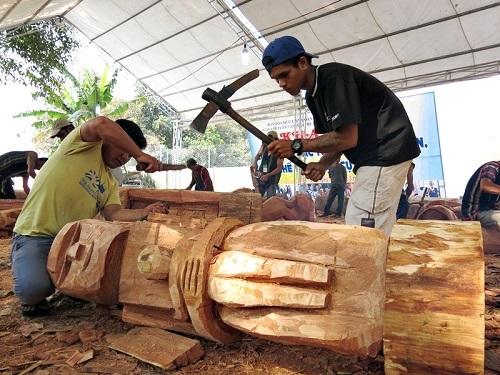 Chế tác tượng gỗ Mít